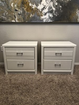 Gorgeous pair of pure White nightstands with diamond pulls for Sale in Gilbert, AZ