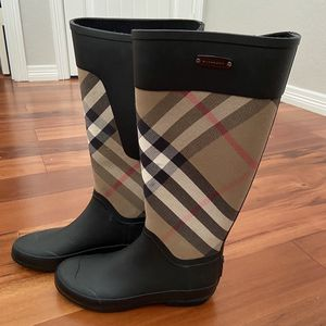 Women Burberry Clemence Rain Boot (Authentic, 6.5) for Sale in Cedar Hill, TX