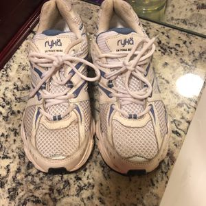 Free Shoes for Sale in Fairburn, GA