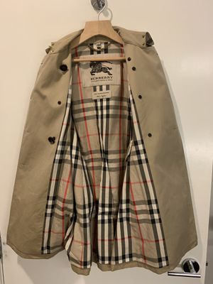 BURBERRY women's trench coat for Sale in Santa Monica, CA