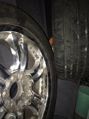 Universal chrome rims with tires for Sale in Kissimmee, FL
