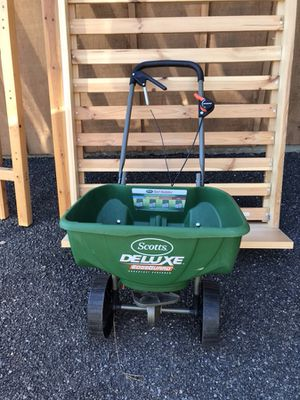 Scott's Deluxe Broadcast Spreader with Edge Guard for Sale in Leavenworth, WA