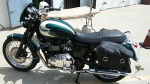 Triumph Bonneville T100 motorcycle with only 3k miles for Sale in Los Angeles, CA