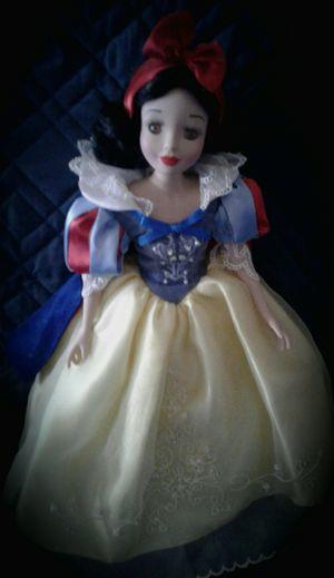 Brass key porcelein disney snow white doll with stand for Sale in Saint Regis Park, KY