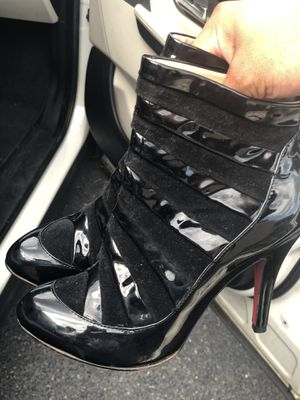 Red bottoms size 40 for Sale in Fort Washington, MD