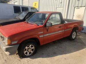 88 MAZDA B2200 PICK UP for Sale in Gainesville, FL