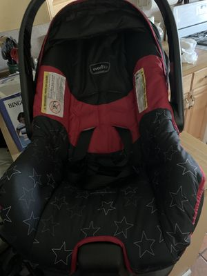 EvenFlo Starts Red and Blk Car seat Barely use for Sale in Freeland, PA