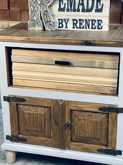 Entry Table With Storage for Sale in Oregon City,  OR
