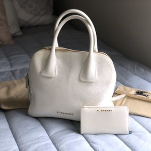 Burberry Grainy Leather Purse for Sale in Wood Dale, IL