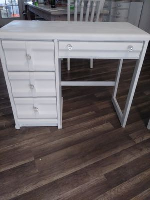 Beautiful white desk for Sale in Port St. Lucie, FL
