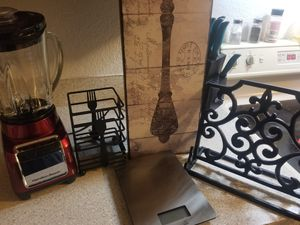 Gently used kitchen decorations and appliances for Sale in Tacoma, WA
