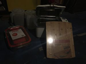 Kitchen essentials; deep fryer , pitchers, bamboo cutting board, Pyrex for Sale in Las Vegas, NV