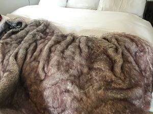 Queen size duvet cover/ faur fur blanket for Sale in Richardson, TX