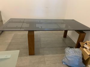 Beautiful Italian glass dinning table for Sale in Miami, FL