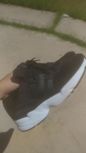 Adidas yung 96 sneakers men's size 10 for Sale in Mesa, AZ