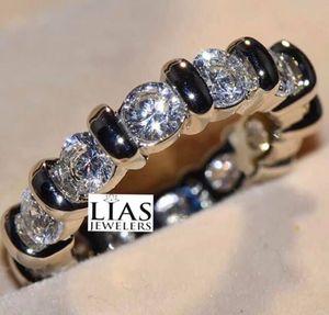 New 18 k white gold wedding ring for Sale in Orlando, FL