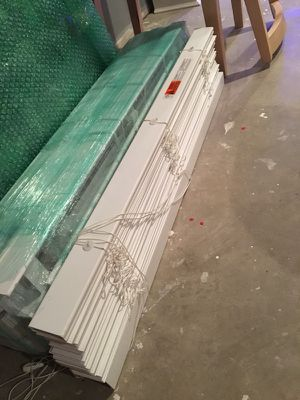Never used set of 4 DesignView 2 in white blinds for Sale in Delaware, OH