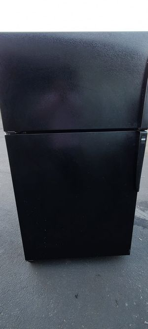 """Amana full-Size Refrigerator (Size 36"""" w by 32"""" d by 69 """" h (willing to deliver for free up to 15 miles for Sale in Auburn, WA"""