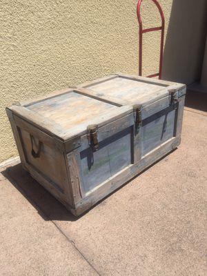 Table foot locker for Sale in Orange, CA