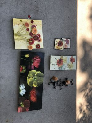 Poppy decor, 6 pictures & 2 candle holders with candles for Sale in Modesto, CA