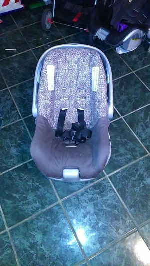 Selling car seat for newborn babies for Sale in Laredo, TX