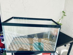 Fish tank mid size, perfect condition, very clean. for Sale in Palm Springs, FL