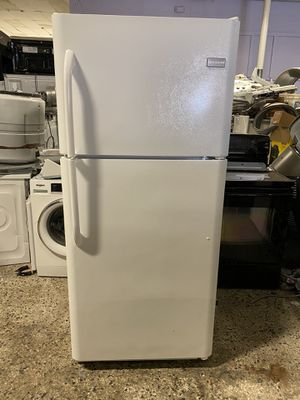frigdaire top and botom fridge good working with warranty for Sale in Woodbridge, VA