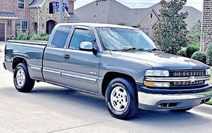 ֆ12OO 4WD CHEVY SILVERADO 4WD for Sale in Great Falls, VA
