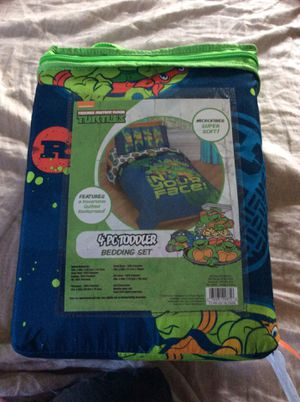 Toddler 4 piece bed set for Sale in Long Beach, CA