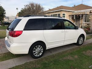 Toyota sienna 06 for Sale in South Gate, CA