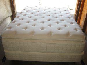 $220 ( SUPER PLUSH ) QUEEN SIZE BED SET + ( FREE DELIVERY ) for Sale in La Mesa, CA