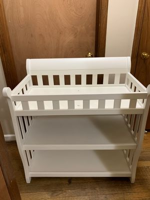 White Baby Changing Table for Sale in Broadview, IL