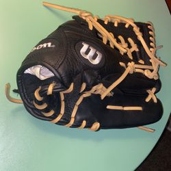 baseball glove (A950) for Sale in Chicago,  IL
