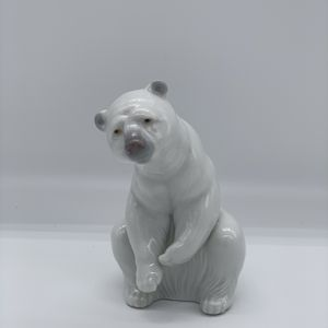 LLADRO RESTING POLAR BEAR FIGURINE for Sale in Las Vegas, NV