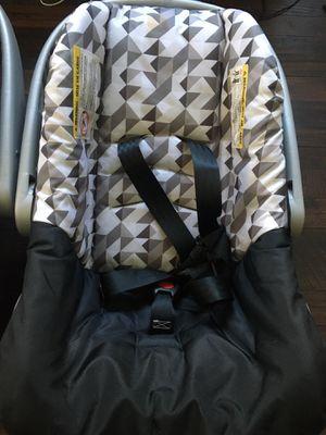 Newborn Car seats 2 for Sale in Los Angeles, CA