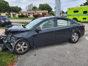 Selling parts to a totaled Chevy Cruz 2015 for Sale in Miami Gardens, FL