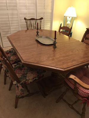 Antique Table & Chairs for Sale in Rancho Cucamonga, CA