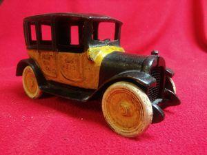 VINTAGE CAST IRON YELLOW CAB, ARCADE BRAND for Sale in Largo, FL