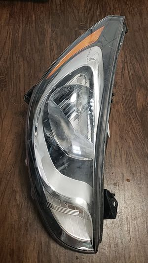 2015 2016 2017 HYUNDAI ACCENT RIGHT PASSENGER HEADLIGHT for Sale in Indianapolis, IN