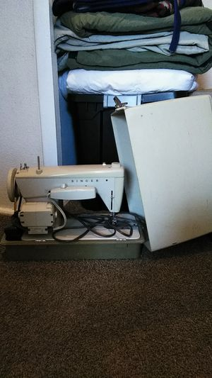 Sewing machine for Sale in Lakeland, FL