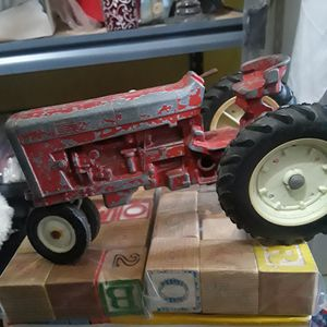 antique tractor for Sale in Puyallup, WA