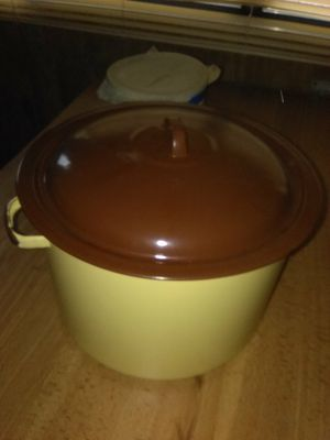 Vintage pot with lid for Sale in Hammonton, NJ