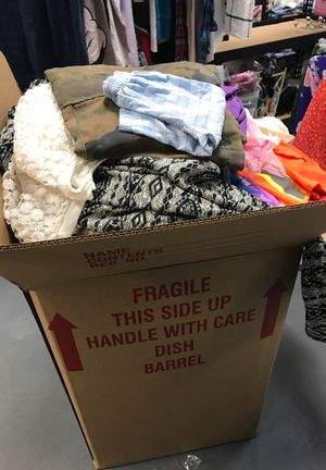 Grab box full of clothes for Sale in Auburndale, FL
