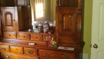5 Piece Bedroom Set for Sale in Spanaway,  WA