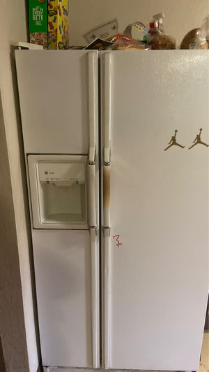 Used but runs good refrigerator for Sale in McKeesport, PA