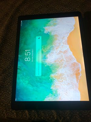 AT&T iPad Pro (2nd gen) 256gb with keyboard. for Sale in Loma Linda, CA