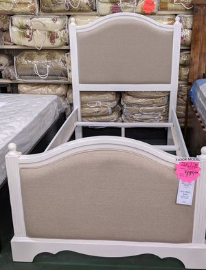 New Gorjous twin bed frame for Sale in Oxnard, CA