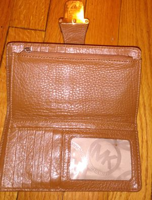 Michael Kors Wallet (MK) $20 ****** for Sale in Chicago, IL