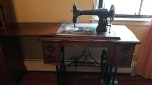 White petal push sewing machine for Sale in Redford Charter Township, MI
