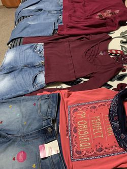 Clothing girls Size 12/14 Perfect Condición for Sale in Tacoma,  WA